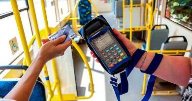 Сбербанк провел 300 миллионов оплат проезда банковской картой в общественном транспорте с начала года
